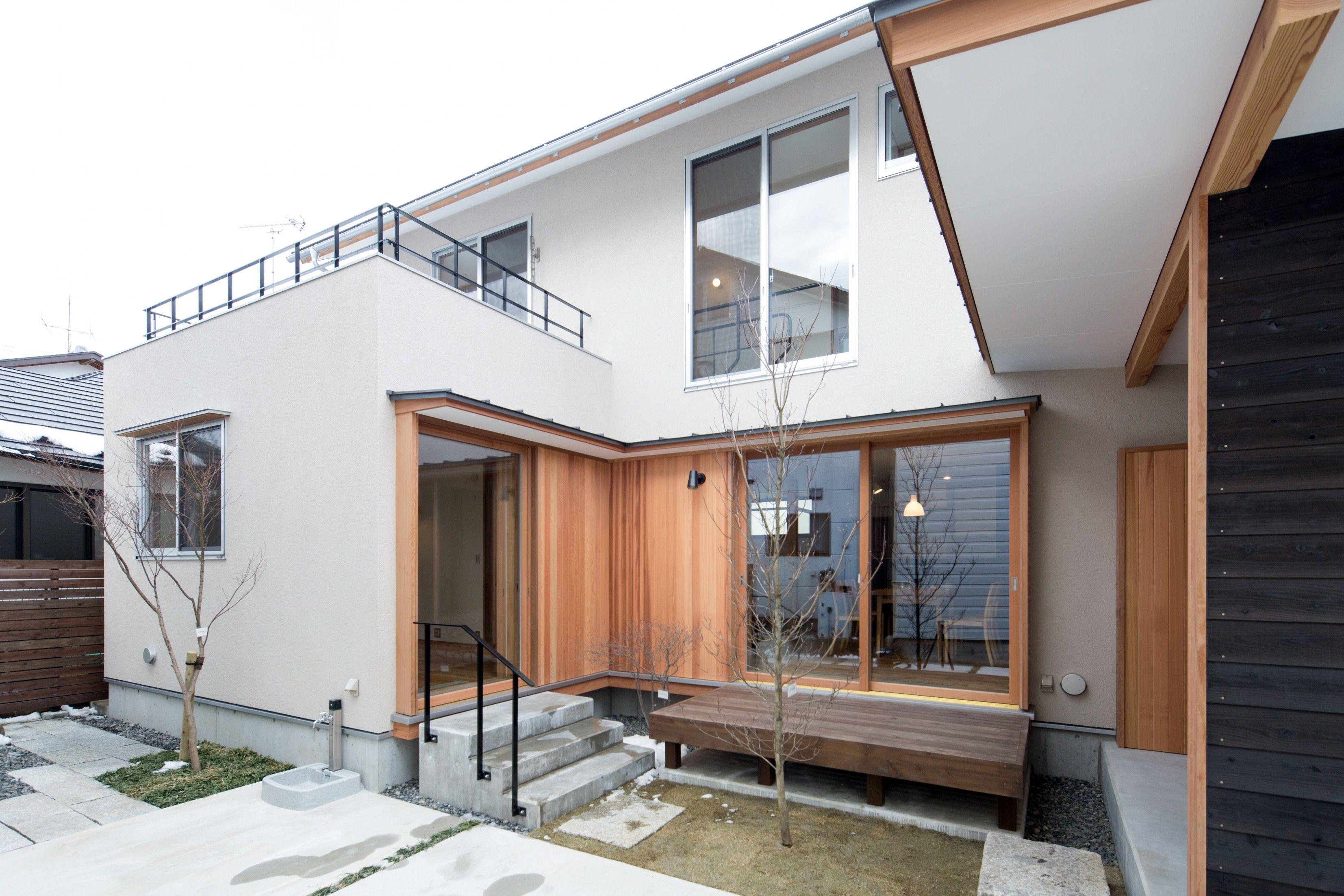 この写真 コの字型の中庭空間 昼景 はfeve Casa の参加建築家 清