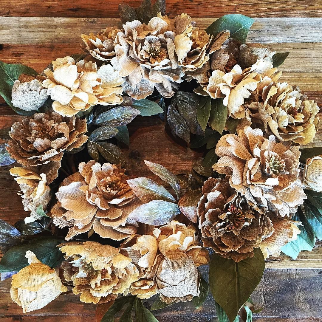 Add texture to your #decor with a fun #wreath.  #inspirationshomedecor #discoveryourstyle #createyourstyle #interiors #interior #interiordecor #beautiful #greenvillesc #upstatesc #fountaininnsc #lovewhatyoudo #furniturestore #furniture #furnishings #wood #walldecor by inspirationshomedecor