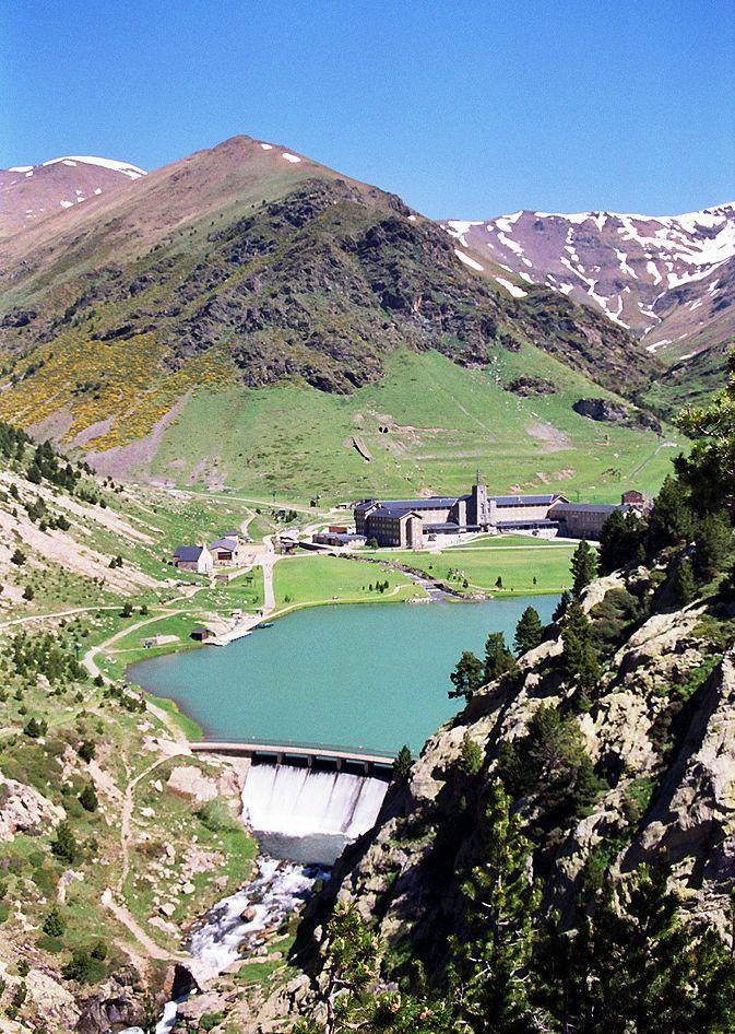 Fotos De España El Valle De Nuria En El Pirineo Catalán Lugares Preciosos Lugares Increibles Paisajes De España