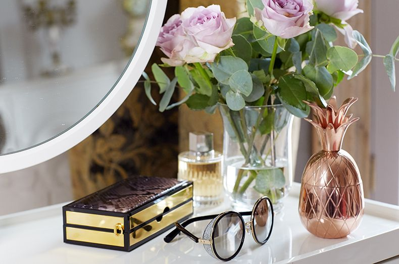 Featuring the Jimmy Choo ANDIE sunglasses and BOX clutch behind the scenes