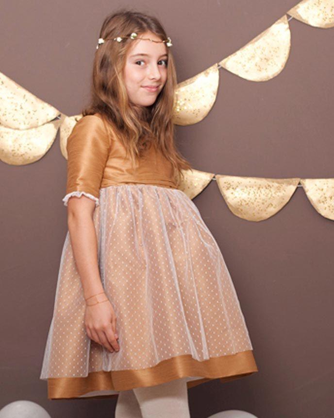 f5d1d0ad1 Vestido ceremonia niña modelo Rita en shantung cobre con sobrefalda y  ribetes en mangas de tul plumetti. Lazo fino en santung cobre.