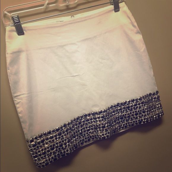 White Skirt w Adorable Silver Embellishments I bought this skirt in Rio de Janeiro, Brazil last year to wear for an event and never ended up going. It's in almost new condition and is perfect for any date night or event! It is size 38 which is SMALL according to a conversion chart ModaMania  Skirts Mini