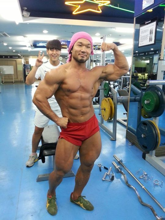 Video clips of asian bodybuilding workouts
