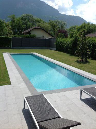Erdverlegtes Schwimmbecken Aus Beton Schwimmteich Uberlauf Fur