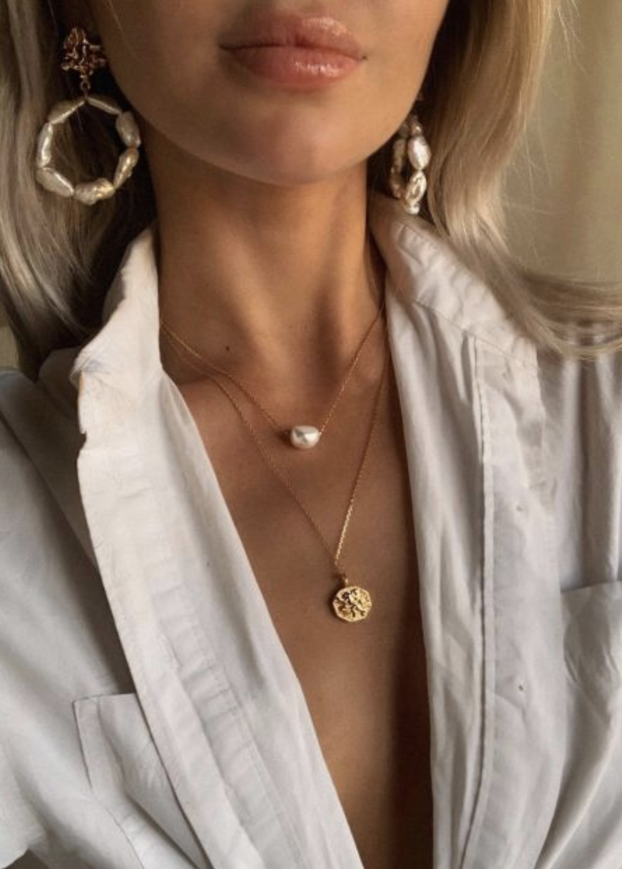 pinterest @kyliieee | gold shell jewelry | tropical vacation outfit ideas  for women | pearl earrings vacation outf… in 2020 | Cute jewelry, Necklace,  Womens casual outfits