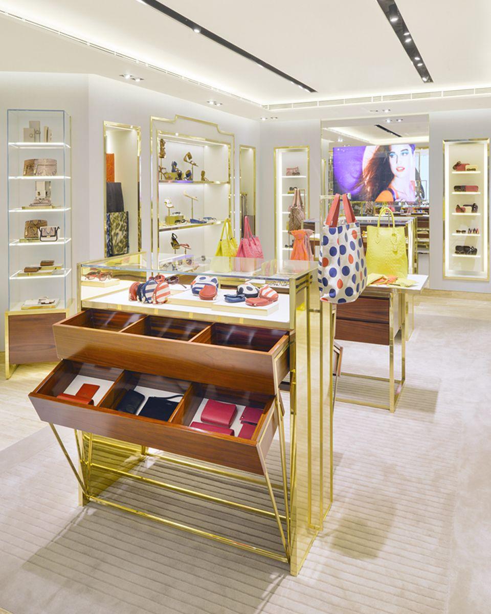 Furla hmkm retail pinterest decoraci n de vitrina furla y interiores comerciales - Decoracion de vitrinas ...
