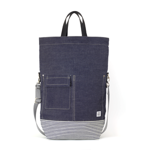 I don't much like denim, but it looks great on this bag.