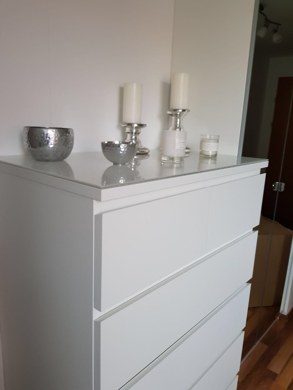 Kommode weiß ikea  Kommode weiß Ikea malm #ikea #malm #white #silver #bedroom #decor ...