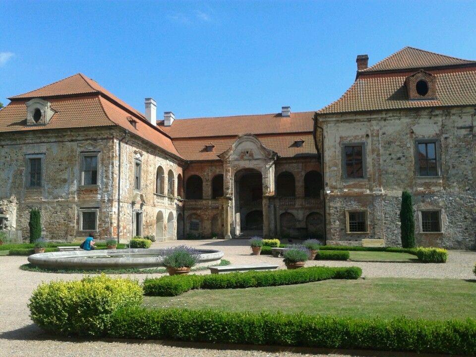 Zámek Nebílovy in Nezvěstice, Plzeňský