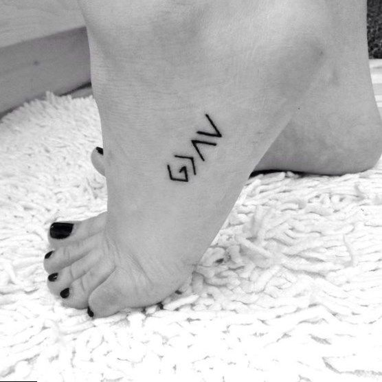 60 Best Foot Tattoos Meanings Ideas And Designs Foot Tattoos For Women Tattoo Designs Foot Side Foot Tattoos