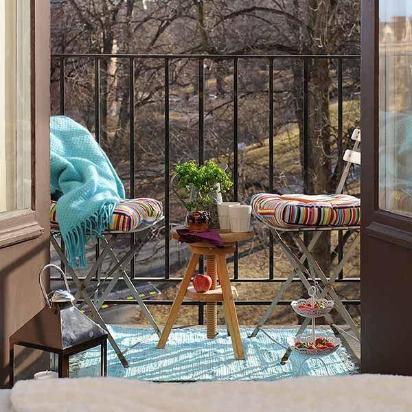 Idee E Spunti Per Arredare Il Tuo Balcone La Figurina Tappeti Da Esterno Decorazione Balcone Di Appartamento Decorazione Da Balcone