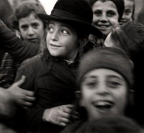 Roman Vishniac, [Jewish schoolchildren, Mukacevo], ca. 1935–38 .