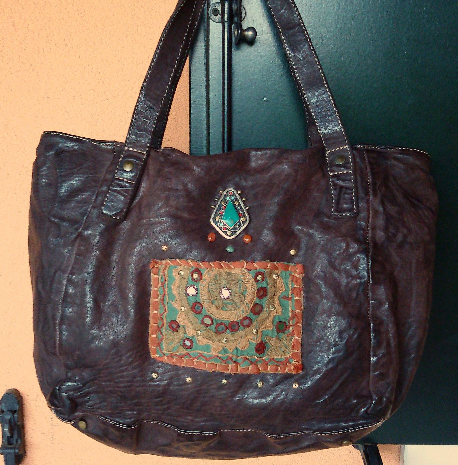 Photo of Borsa stile Vintage di pelle lavata con manici, color testa di moro, made in Italy con decorazione etnica Banjara e Kuchi, Bohochic, ibiza