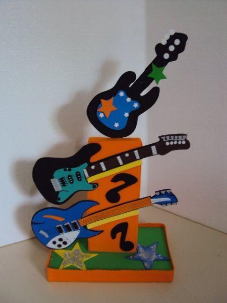 Encontrado na net music instruments manualidades en for Guitarras para ninos casa amarilla