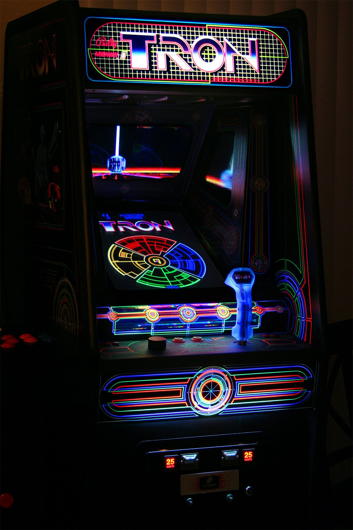 Madddscience The Famous Tron Arcade Game In The 1980 S