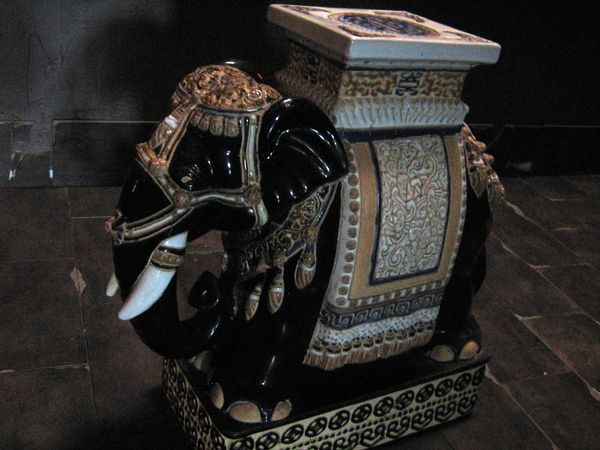 Majolica Elephant Stool Manualidades Con Corchos 400 x 300