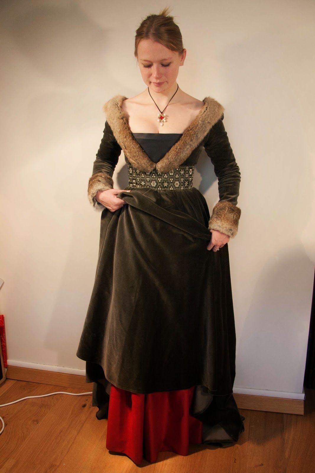 l 39 atelier d 39 esa kha cr ation xve robe tassel devant de la robe m di val pinterest. Black Bedroom Furniture Sets. Home Design Ideas
