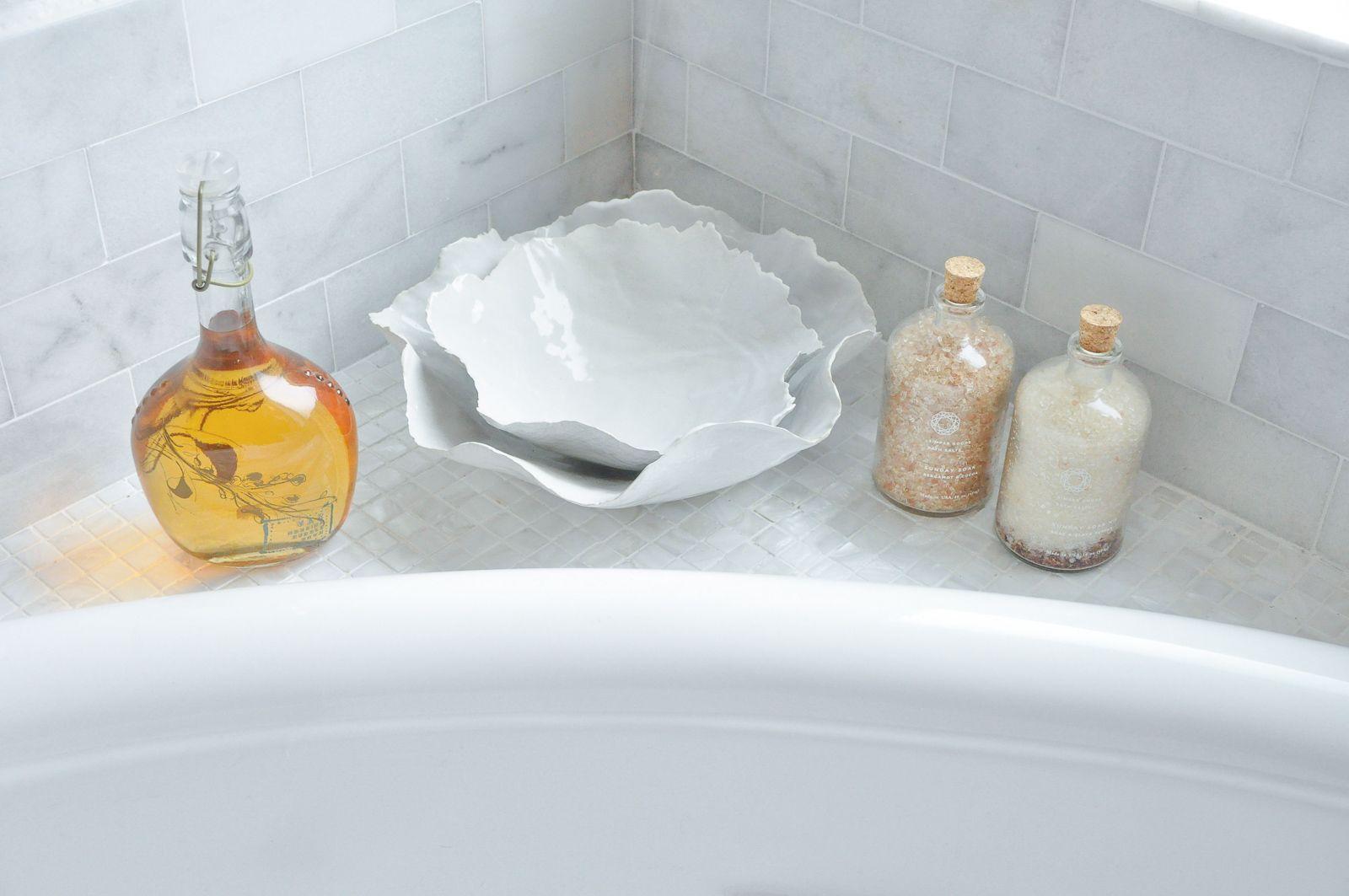 Master bathroom reveal tile #interiordecor #homeinspo #inspohome #decoratingideas #decorinspiration #homedetails  #homedecor #masterbathroom #bathrooms #bathroomdecor #bathroomdesign #interiorinspo #decor #decorating #styleathome #houseandhome #transitionaldecor