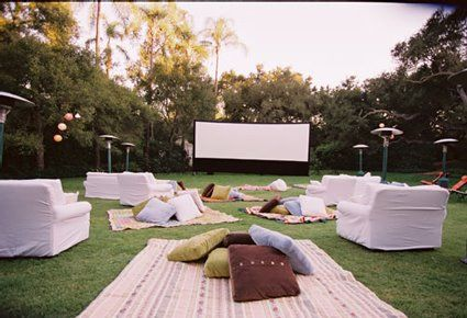movie night party! how awesome is that? Love the blanket & pillows bunched. - Movie Night Party! How Awesome Is That? Love The Blanket & Pillows