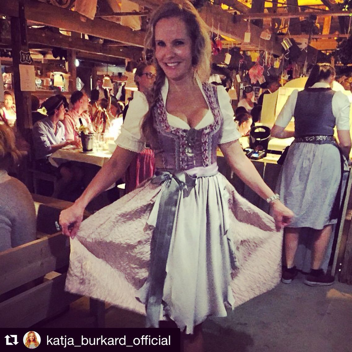 Katja Burkard Wearing Maindirndl Have A Look On Www Maindirndl Com Wiesn Kaferswiesnschanke Maindirndl Dirndl Tradition Dirndl Lang Dirndl Wiesn