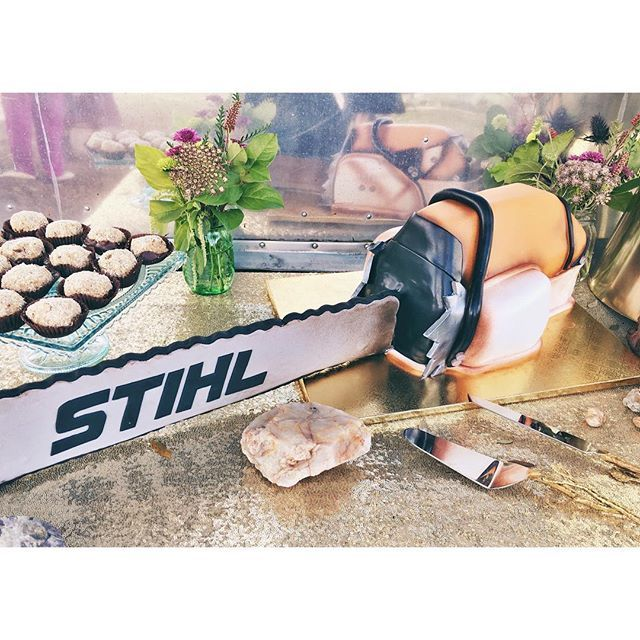 Chainsaw groom's cake by 2tarts Bakery.