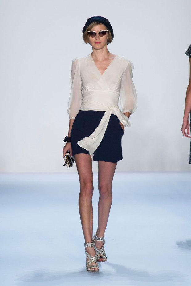 #kamzakrasou #sexi #love #jeans #clothes #coat #shoes #fashion #style #outfit #heels #bags #treasure #blousesBadgley Mischka kolekcia READY-TO-WEAR