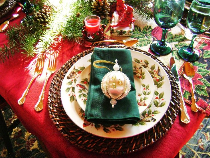 Woodsy Christmas Table Setting
