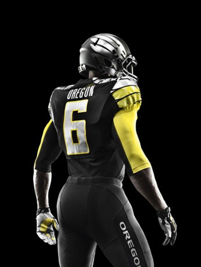 Oregon unveils new  Mach Speed  uniforms for Alamo Bowl  189ba8a7a