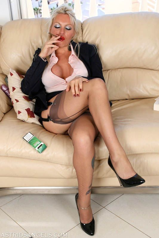 Mature Women In Stockings And High Heels