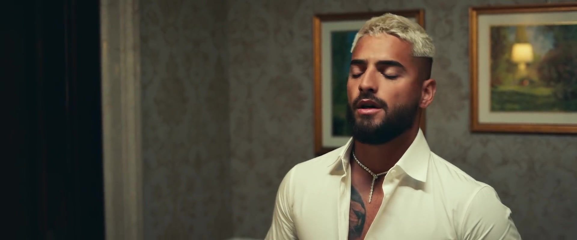 Que Pena By Maluma And J Balvin Latin Music Video Outfits In 2020 Music Video Outfit Latin Music Music Videos