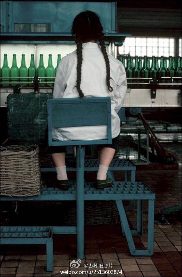 Eve Arnold:  CHINA. Bottler, beer factory. 1979