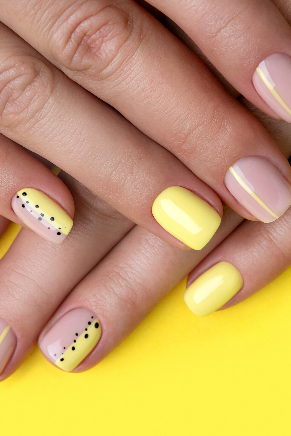 Minimal Short Pale Yellow Nails Design Best Yellow Spring Summer Nails Ideas In 2020 Neon Yellow Nails Yellow Nails Design Yellow Nails