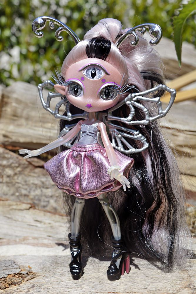 Altro Bambole Bambole Fashion Lovely Novi Stars Doll Bambola Mae Tallick Alien Original Monster