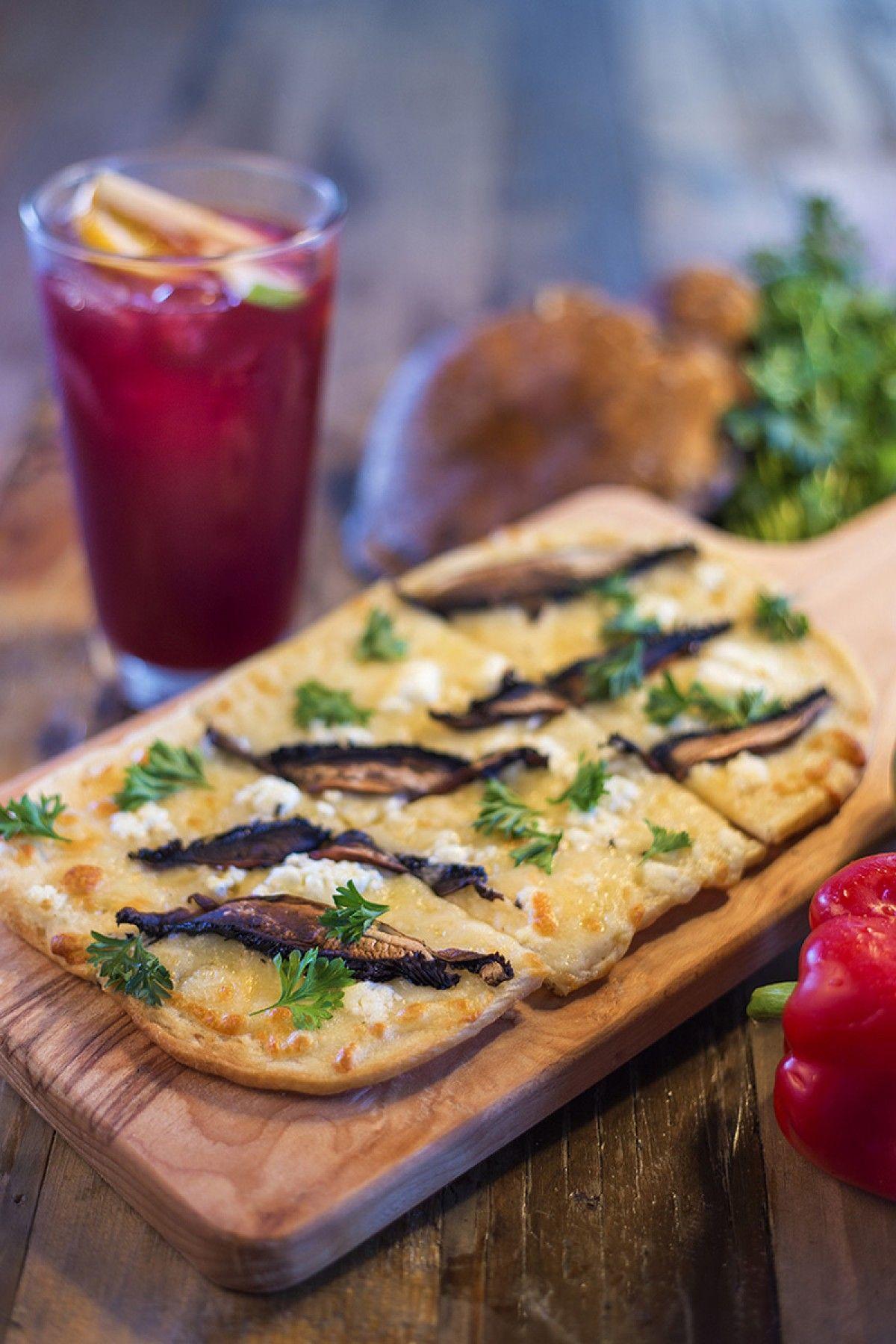 Portobello y queso de cabra. Queso mozzarella y perejil fresco.