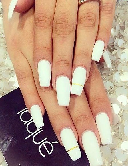 White Nails With Gold Trim Nail Art Designs White Acrylic Nails Nails Laque Nail Bar