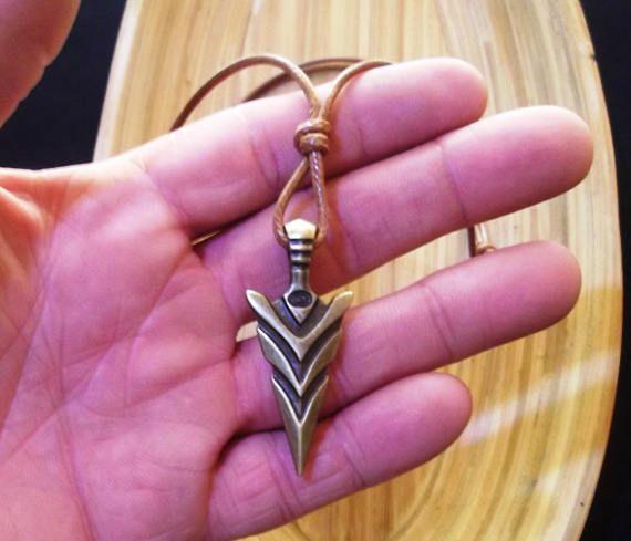 267d50341e52 Collar con colgante de punta de flecha