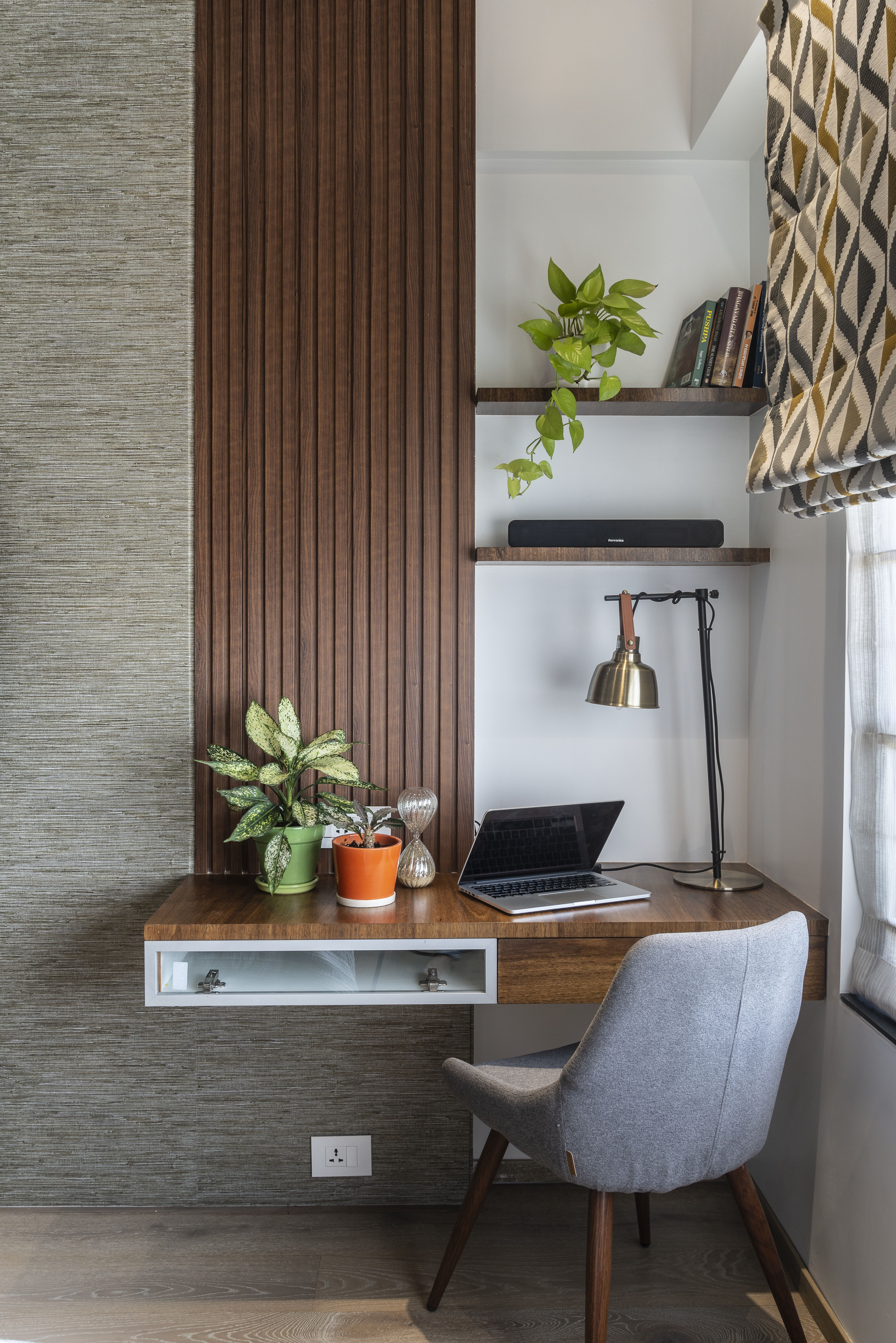 Ideas for home office in bedroom | Home room design, House interior decor,  Bedroom interior