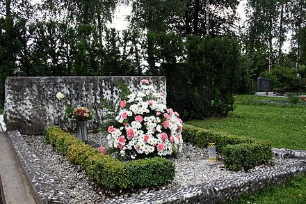 Ingeborg Bachmann - Her tomb in Klagenfurt - She wanted to be buried in Rom, but her family tokk her body back to Austria. Even after the death families try to destroy their sons.