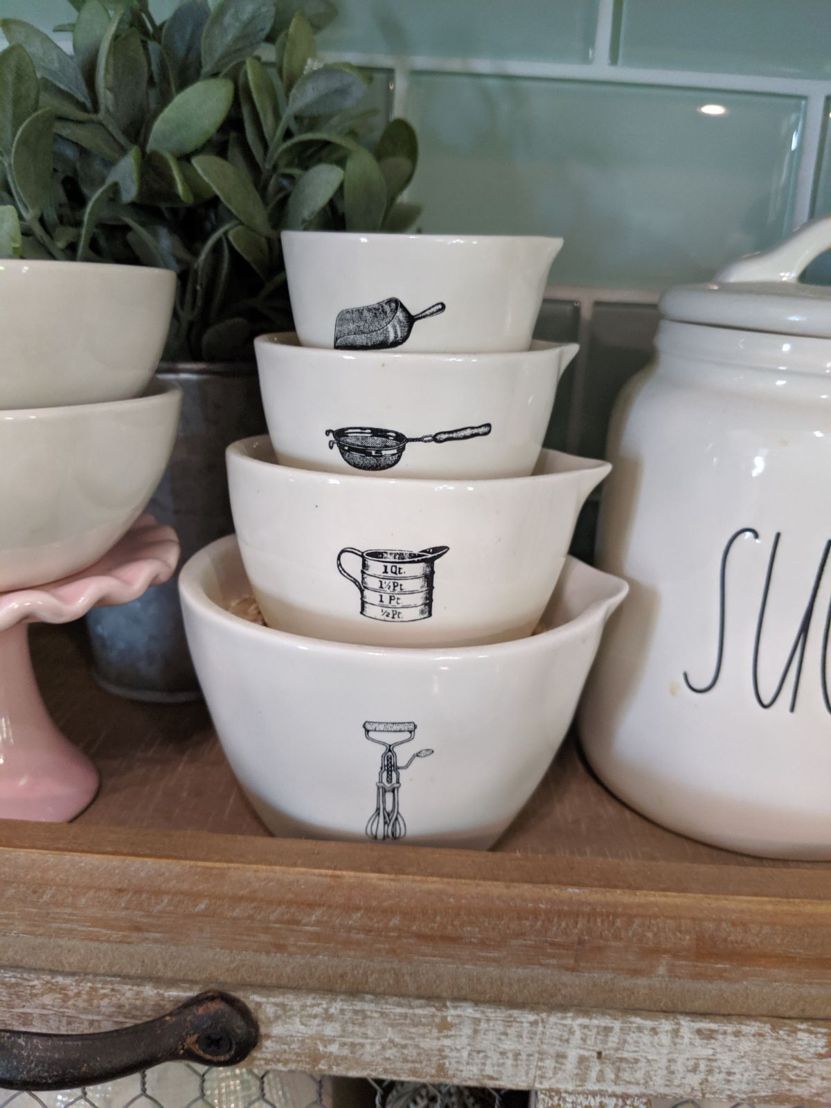Early 2018 Rae Dunn icon measuring cups, only used for
