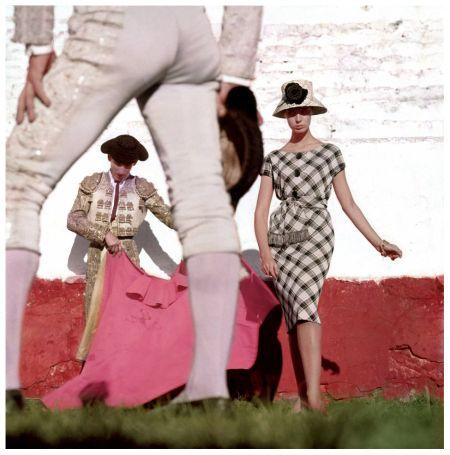 Karen with Matadors, Advertising, Palma de Majorque, Spain 1958 - Photo Georges Dambier