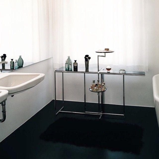#interiordesign #architecture #modern #wood #chair #modernfurniture #vintage #whiteinterior #neutralinterior #design #apartment #room #spaces #moderninteriordesign #inspiration #bathroom via @knighttcat