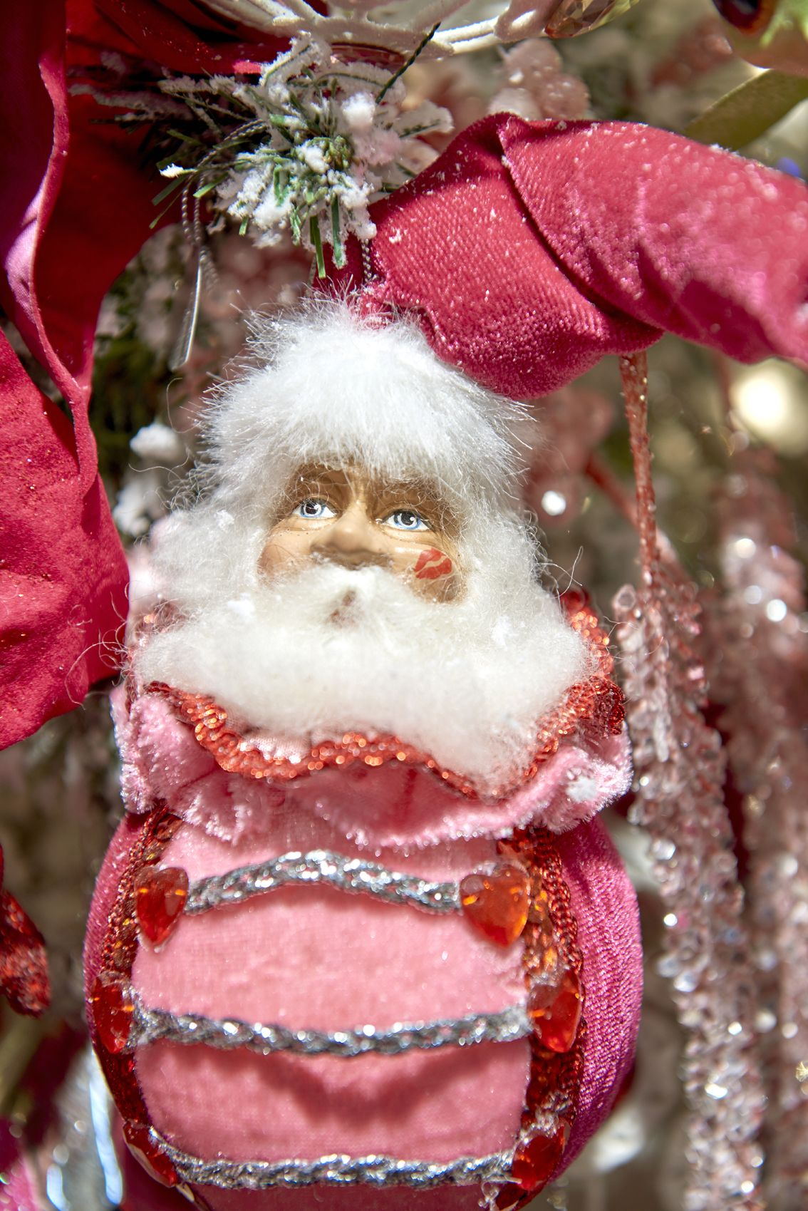 Merry Kissmas collection by Goodwill Belgium - Santa ball ornament pink
