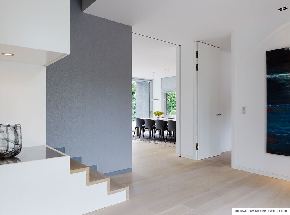 projekt gaertner internationale moebel bungalow wohnung flur treppe holzstufen treppen. Black Bedroom Furniture Sets. Home Design Ideas