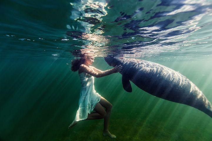 Esta fotógrafa captura la belleza de la conexión entre su hija y el mar   http://www.caracteres.mx/esta-fotografa-captura-la-belleza-de-la-conexion-entre-su-hija-y-el-mar/