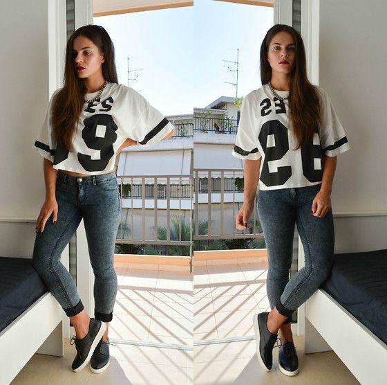 Bershka Number T Shirt, Zara Silver Chain Necklace, Stradivarius Shoes, Zara Jeggings