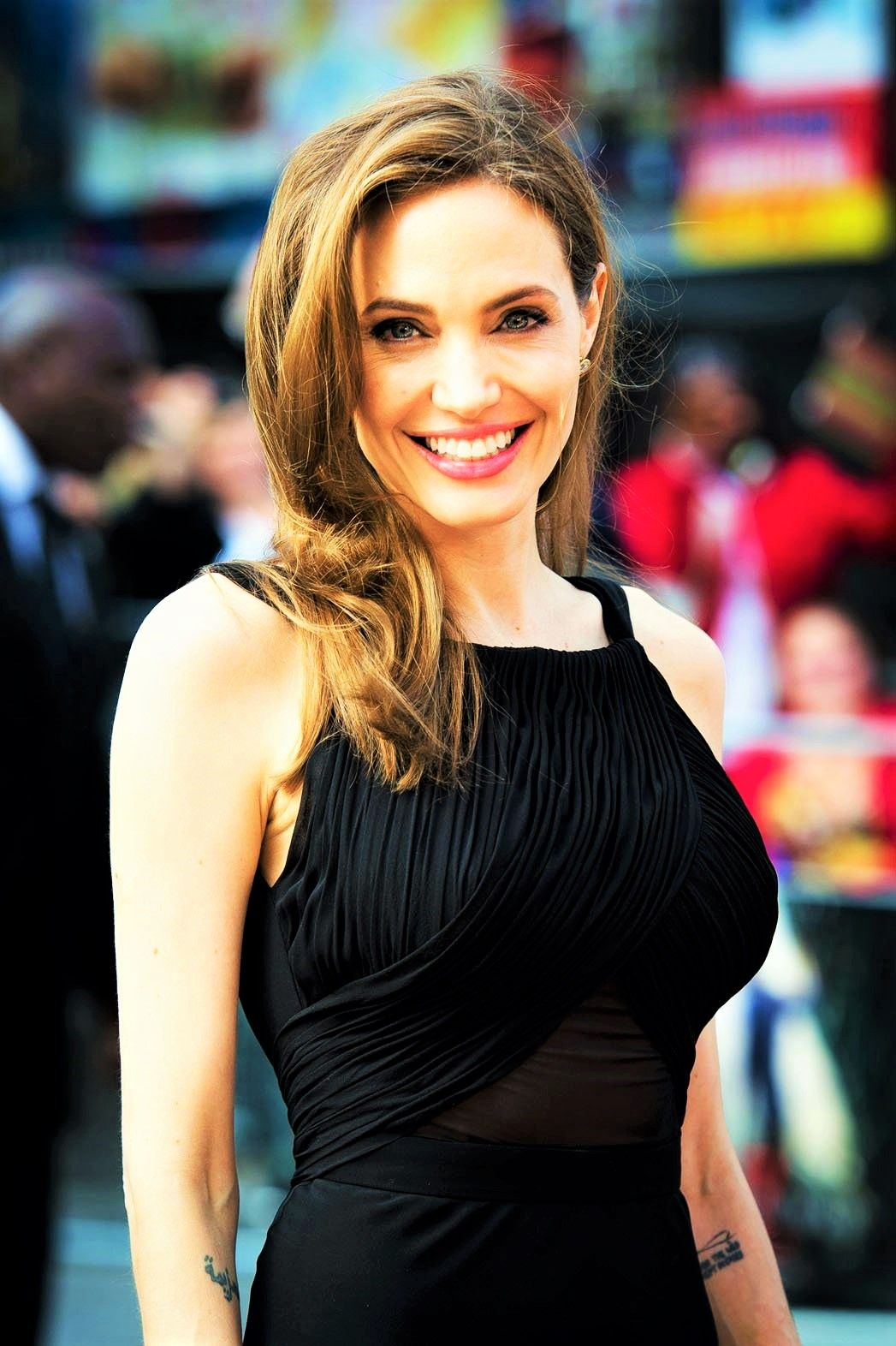 Angelina Jolie Frisuren Promi Frisuren Pinterest Angelina Jolie