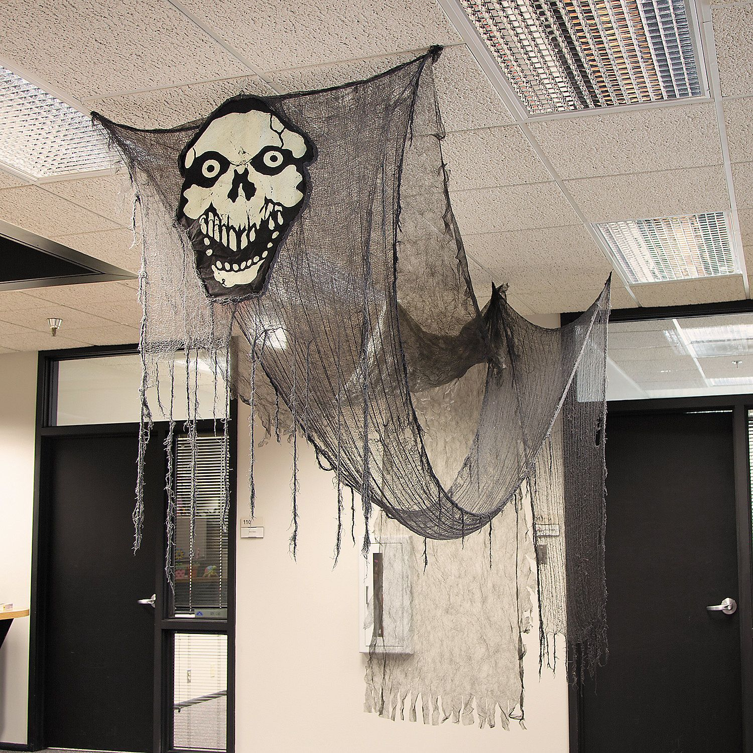 Office halloween decorations ideas - Transform Your Home Or Office Into A Haunted House With This Huge Creepy Cloth Ghost Halloween Officehalloween Nighthalloween Partiesdecorations