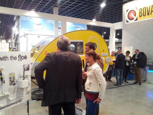 Marianne Vos op de Bovag/BBA stand KCJ12 krijgt hier uitleg van Gert-Jan over de Floë