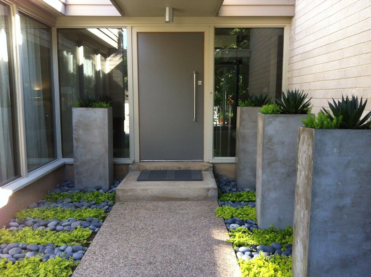 35 amazing ideas adding river rocks to your home design on modern front yard landscaping ideas id=40598
