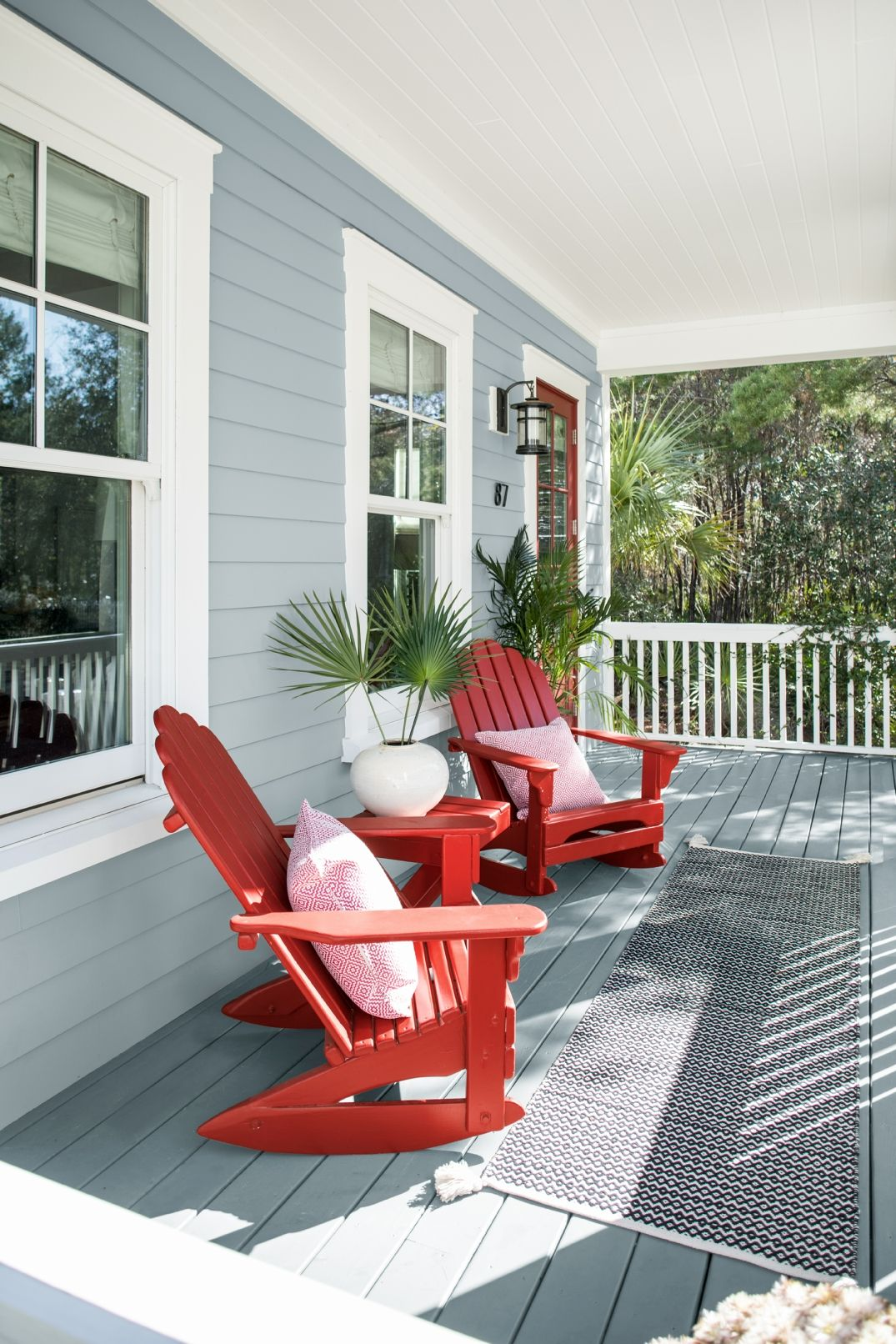 A Comfortable Coastal Porch Featuring Benjamin Moore Nimbus Gray 2131 50 And Caliente Af 290 The Perfect Paint Colors For Look That Is Fun